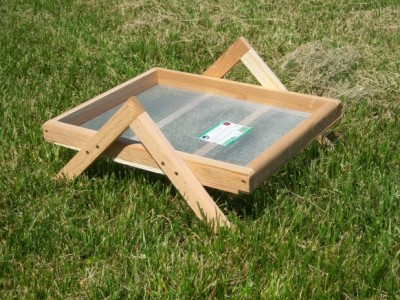 16 inch x 20 inch Ground Wildbird Feeder A Leg